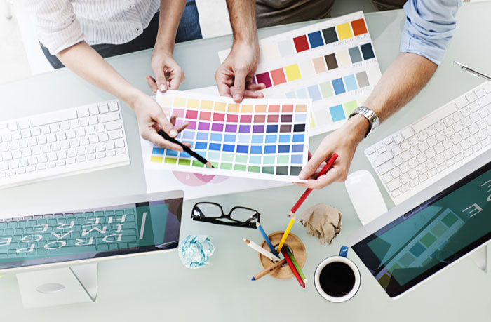 graphic design artists consulting about color schemes